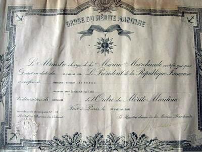 Diplômes et brevets d'attribution